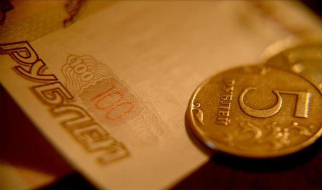 Petrolün çakılması Rus rublesini eritti