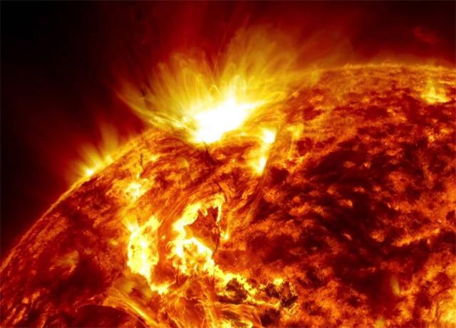 Güneş Neden ve Nasıl Yanıyor?