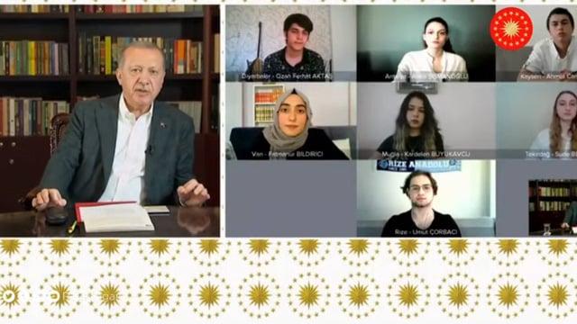 Cumhurbaşkanı Erdoğan Youtube'da canlı yayın yaptı! Gördükleri karşısında ŞOK oldu!