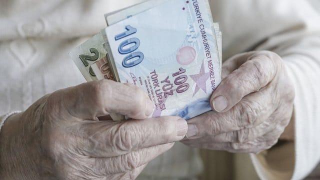 Gelir Sahibi ve Emekli Olmayanlara 672 TL Destek