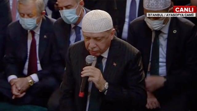 Cumhurbaşkanı Erdoğan Ayasofya'da Kur'an-ı Kerim okudu